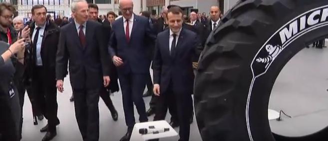 Macron44