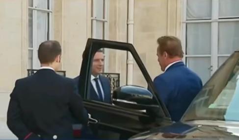 Macron AR44